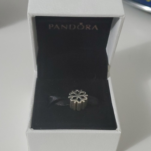 Pandora snowflake ❄